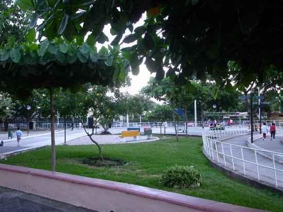 Parque-de-la-Kennedy-Guayaquil-Caliente