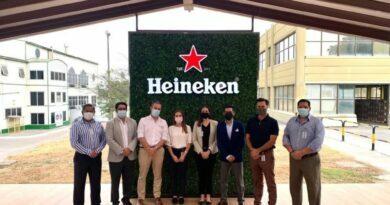 Lorena Konanz visita la planta de producción de Heineken Ecuador
